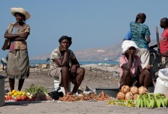 haitian-women-selling-harvest-441x300